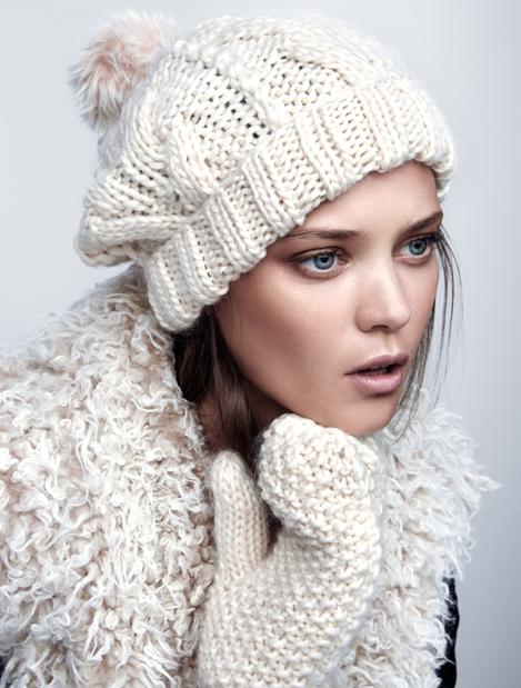 ladies_0021_ladies_accessories_hats_scarves_gloves